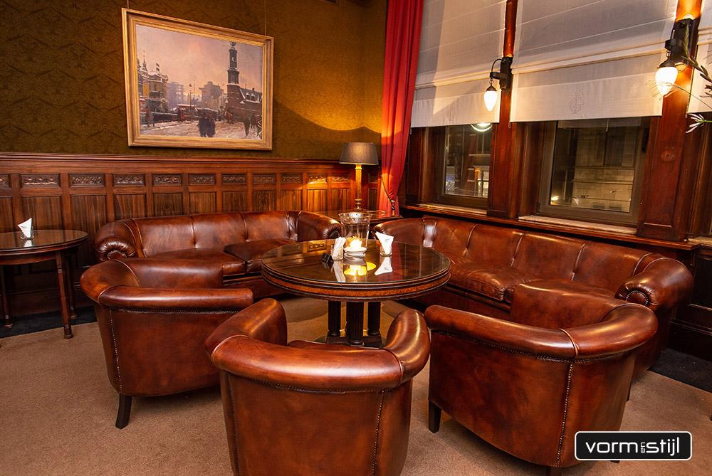 Chesterfield banken en clubfauteuils in schapenleer gemaakt in opdracht <br />van de Koninklijke Industrieele Groote Club Amsterdam