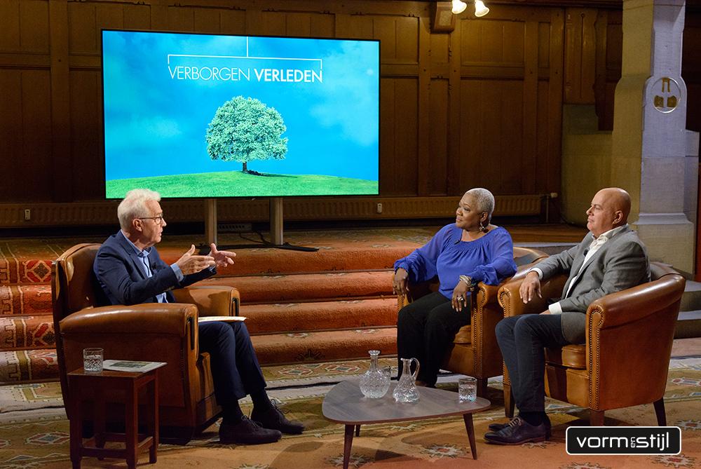 Fauteuils van Vorm en Stijl bij de tv-special van Verborgen Verleden in de Beurs van Berlage